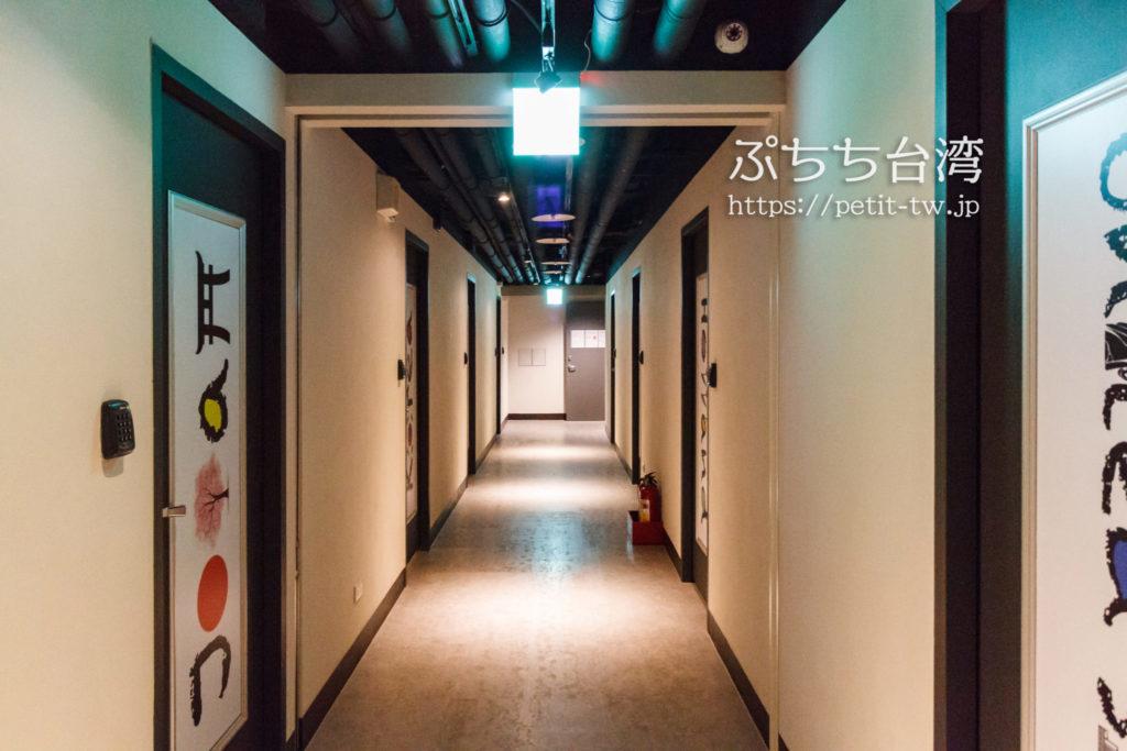 ケイブマンホステル台北の廊下