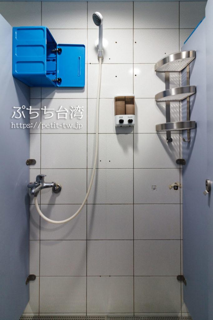 ケイブマンホステル台北のシャワールーム