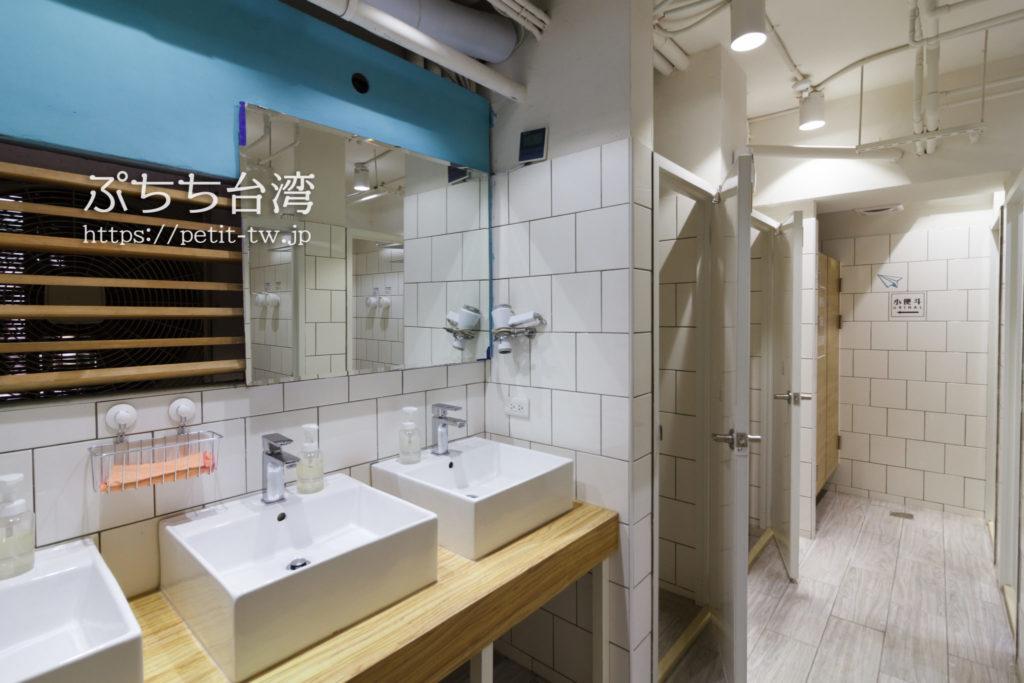 ペーパープレーンホステルの洗面所