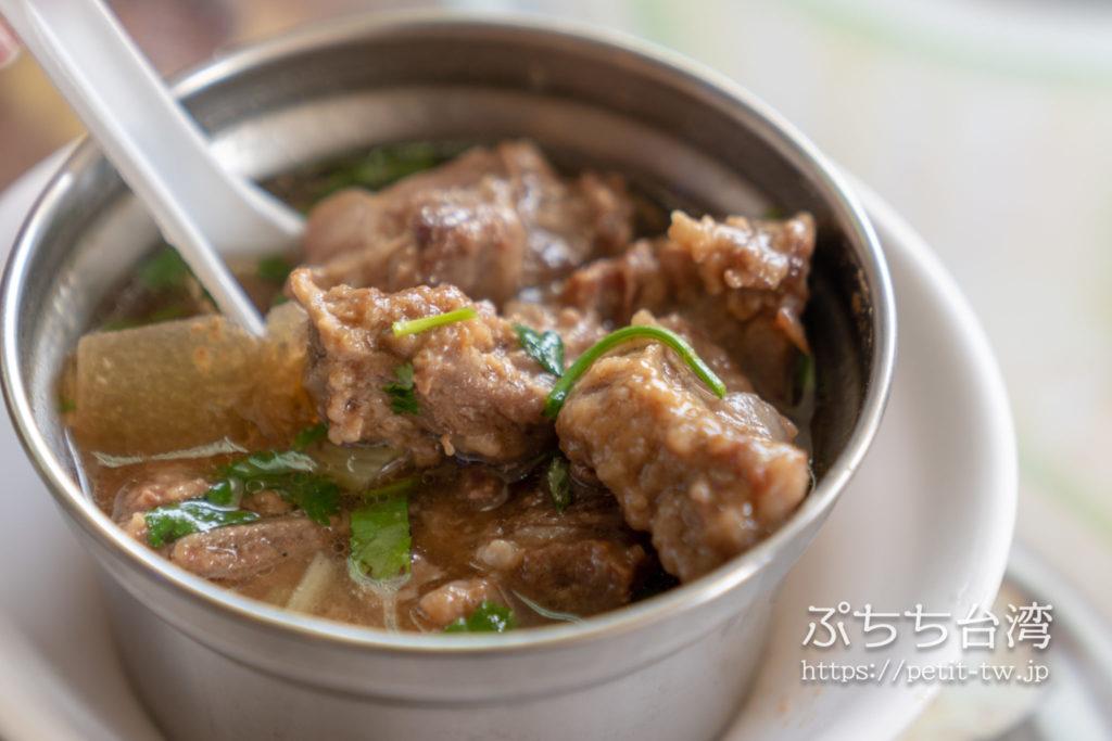 高雄 大圓環雞肉飯の排骨酥湯(ポークリブスープ)
