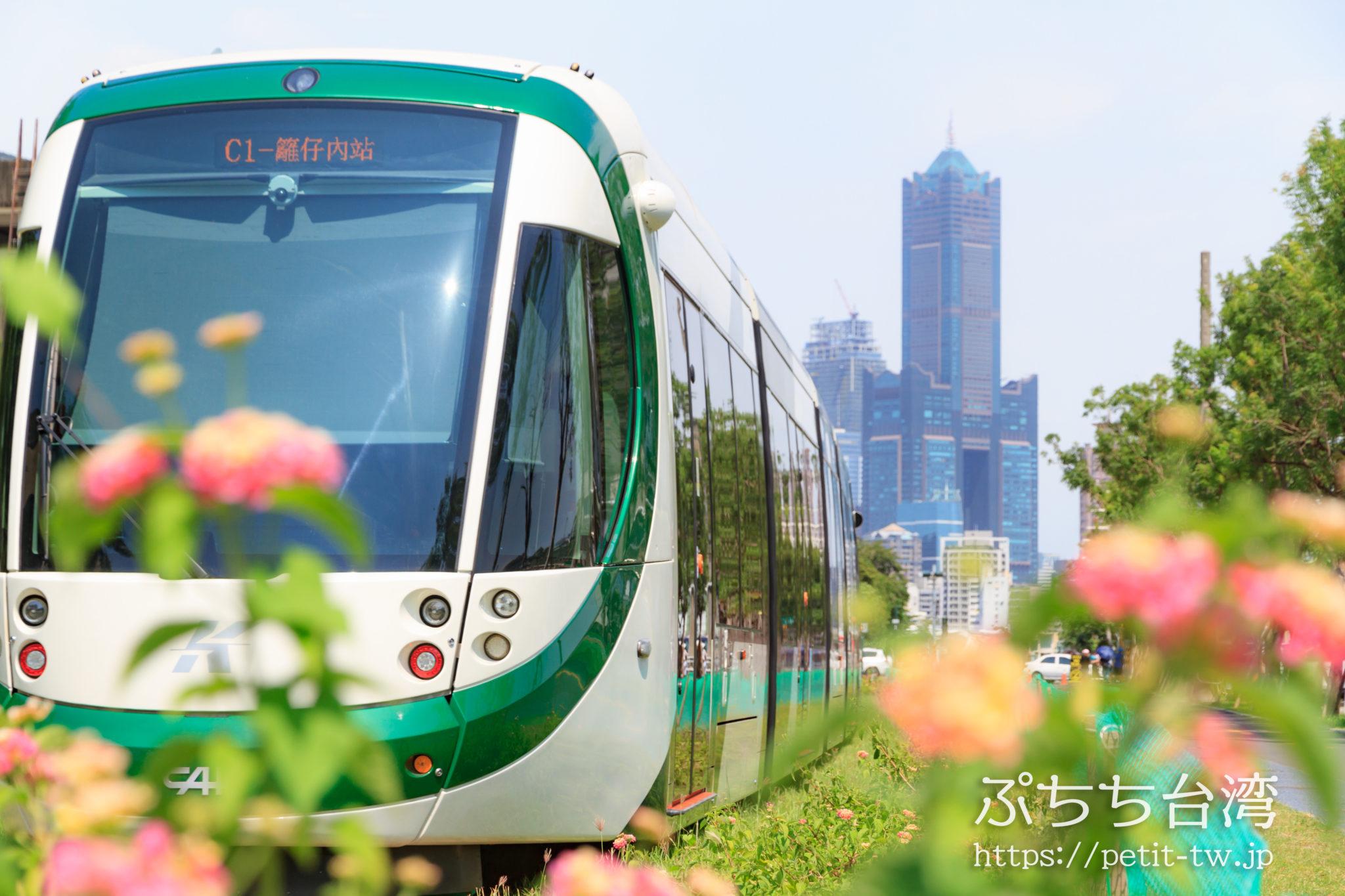 高雄LRTの駅と高雄85ビル