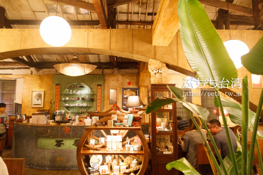 台南の奉茶のカフェの店内