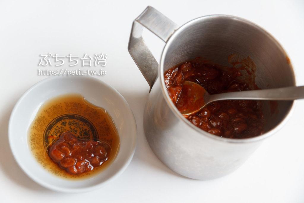 阿堂鹹粥の店内の調味料