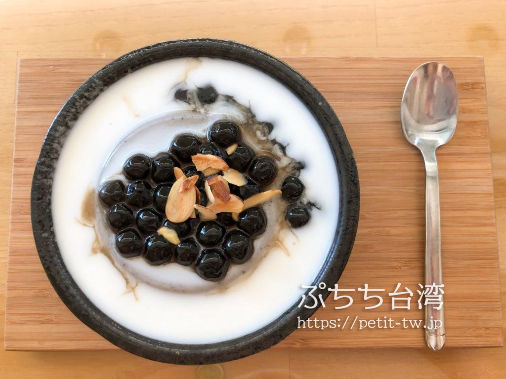 艾摩多手工杏仁豆腐の杏仁豆腐