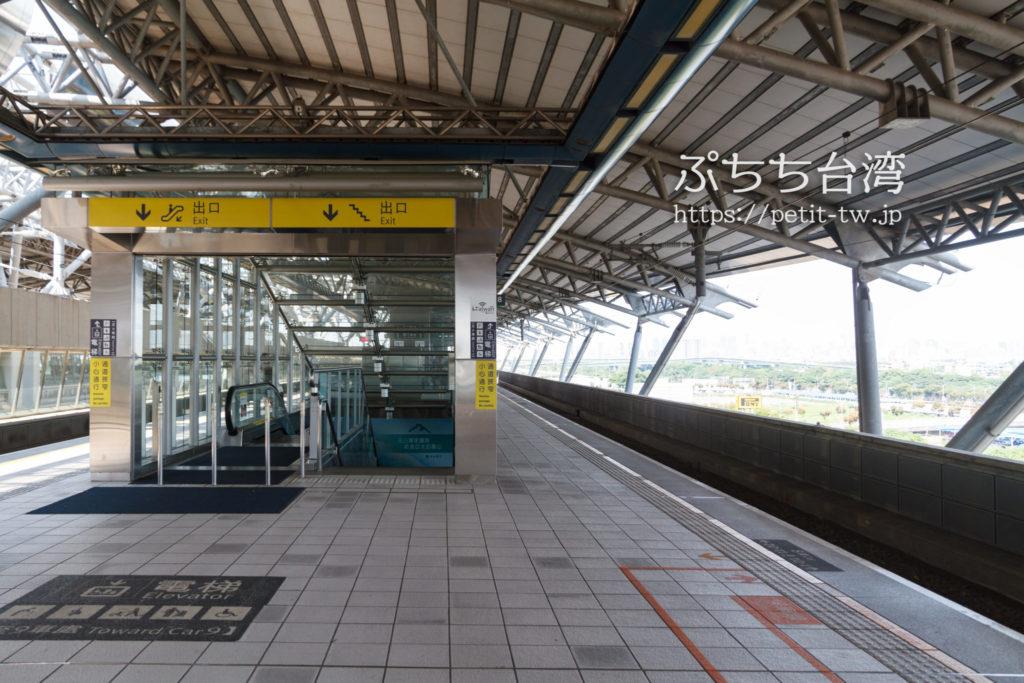 台湾高速鉄道の台中駅ホーム
