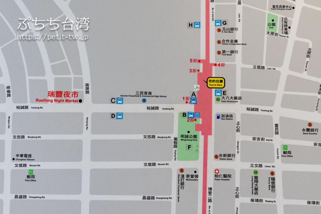 高雄の巨蛋駅の出口案内マップ