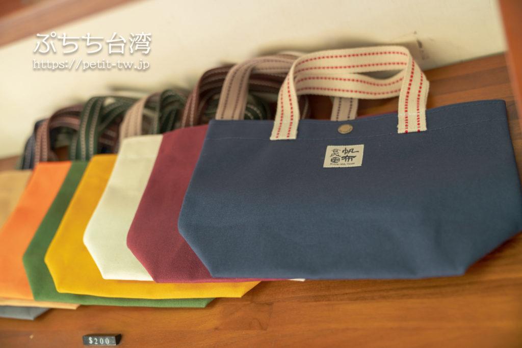 合成帆布のバッグ