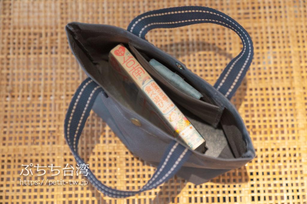 合成帆布行のバッグ