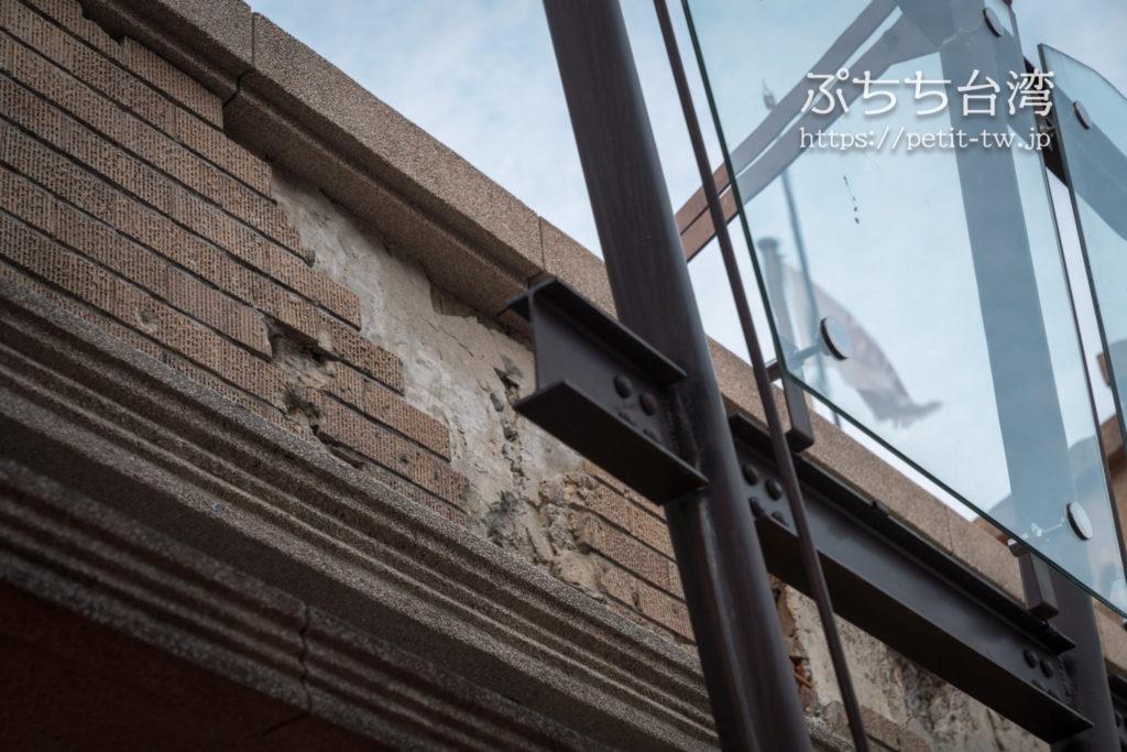 林百貨の爆撃をうけて破損した外壁