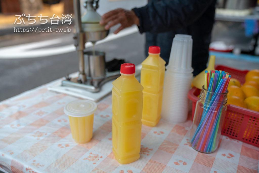 李文斌胡椒餅の隣のオレンジジュース店