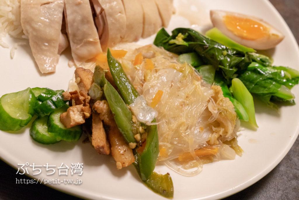 慶城海南鶏飯のチキンライスのおかず