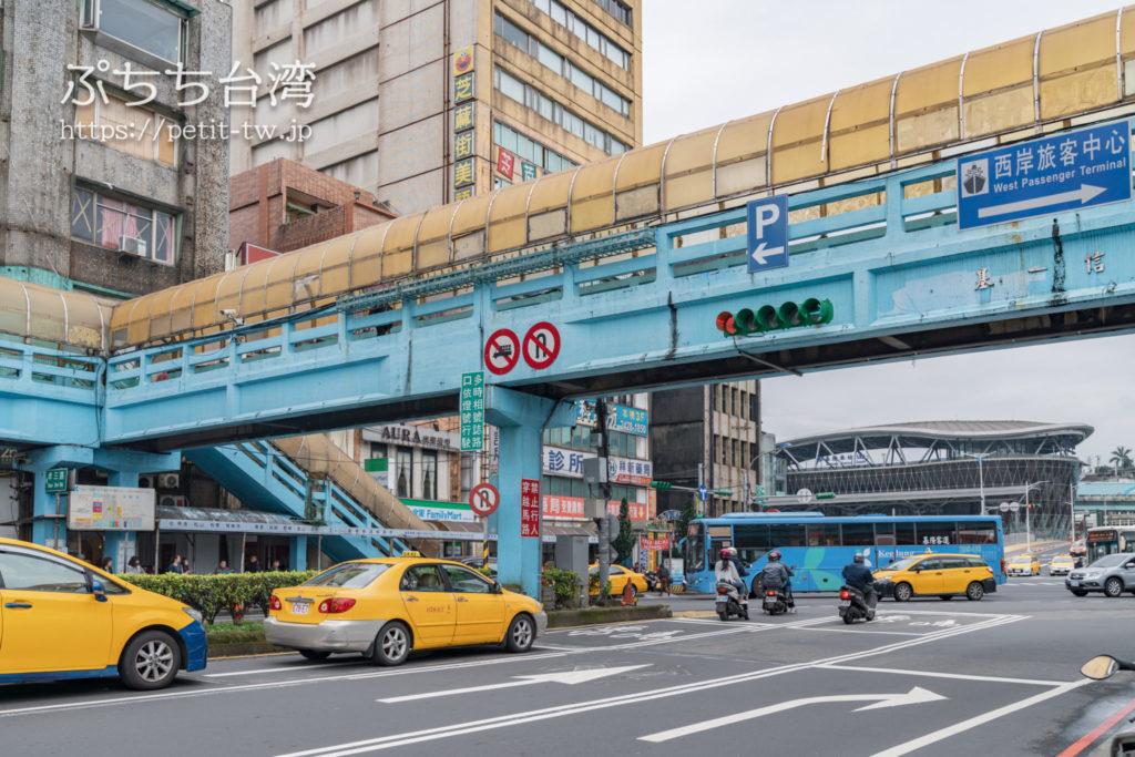 基隆駅前のバス停留所