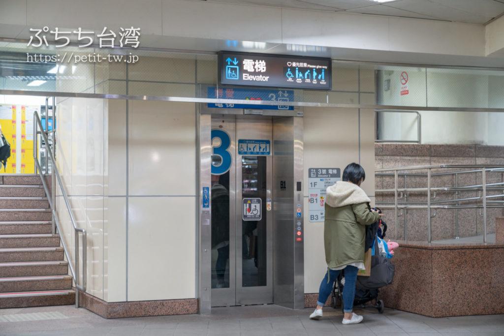 台北地下道 3番エレベーター