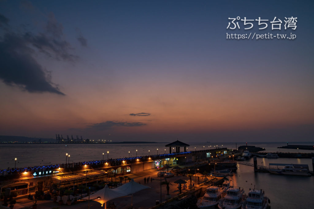 台湾の淡水の漁人碼頭のデッキ