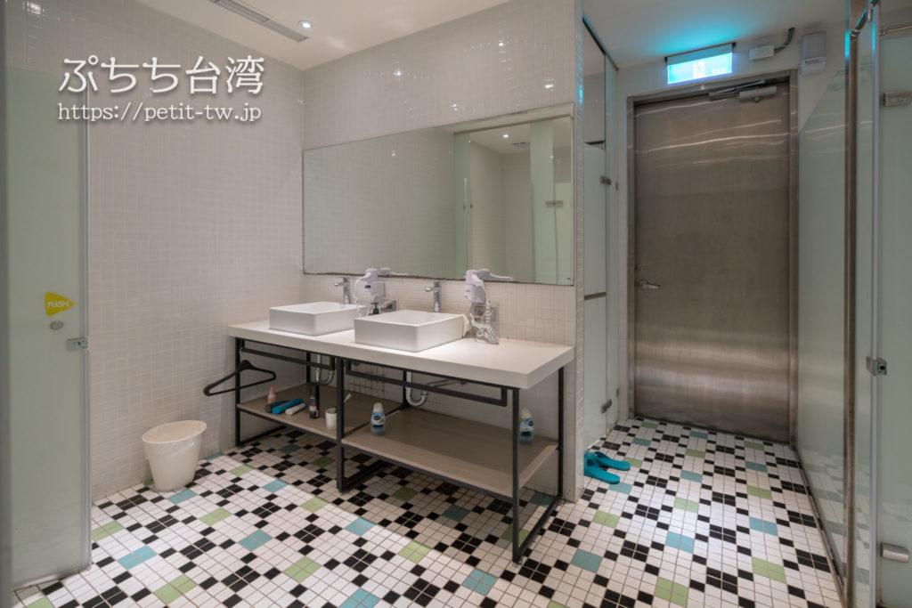 ライトホステル高雄の共用バスルーム