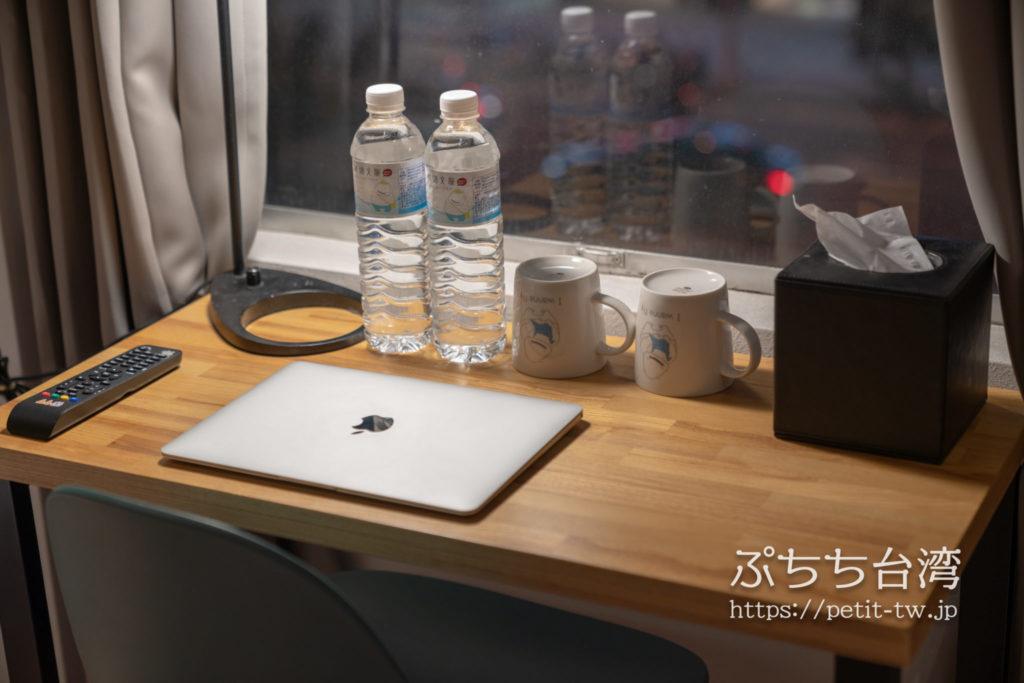 ライトホステル高雄の客室のデスク