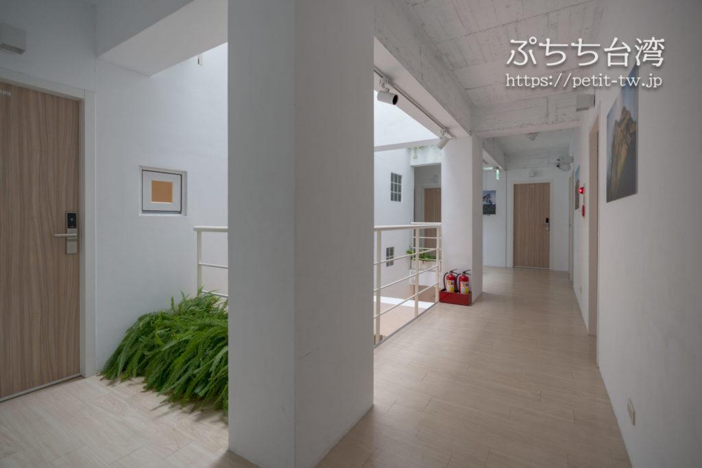 フリップフロップガーデン台北の館内