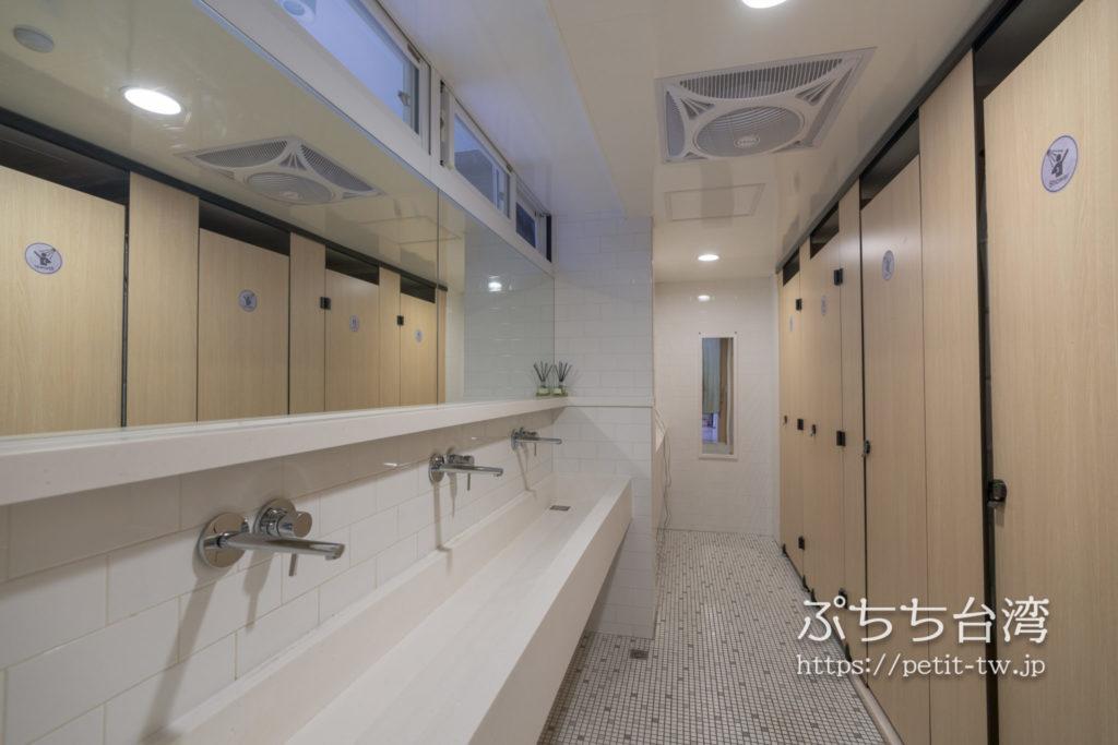 フリップフロップガーデン台北の共用バスルーム