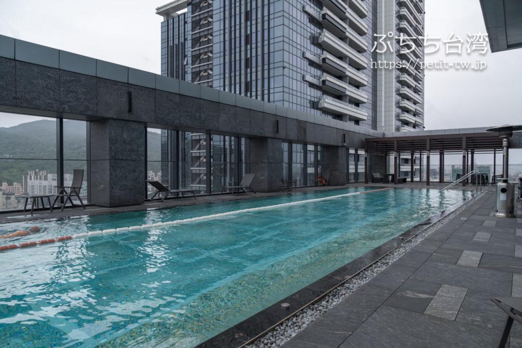 台北マリオットホテル(台北萬豪酒店)のプール