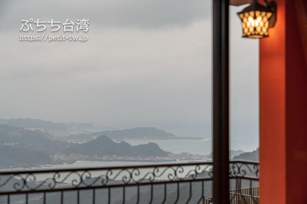 九份不厭晴民宿のデラックス4人部屋バルコニー付シービューの部屋からの眺望