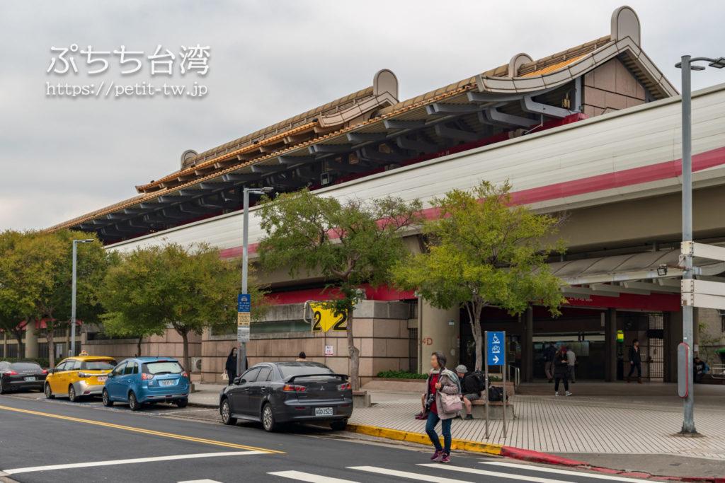 台北MRT淡水信義線(レッド)の士林站「2番出口」