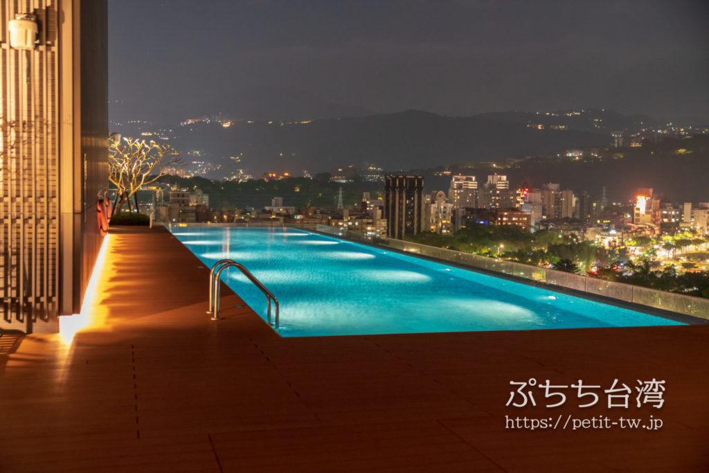 ルネッサンス台北士林ホテルのプール