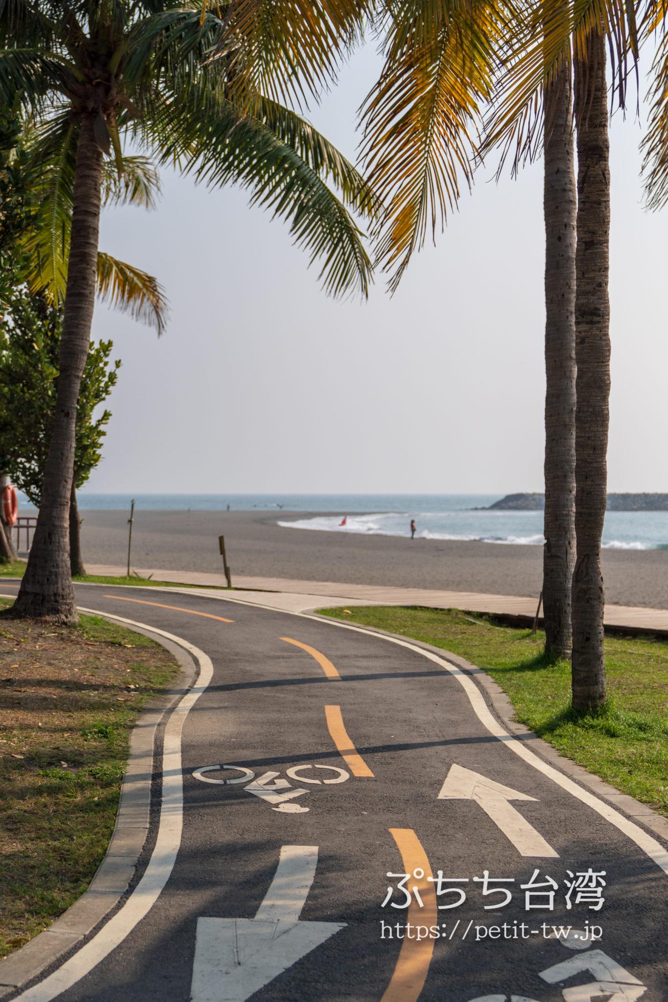旗津半島の海沿いのサイクリングロード