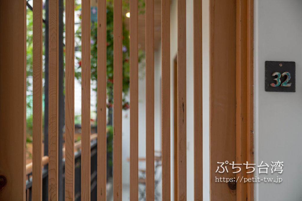 台南のアトリウムの玄関