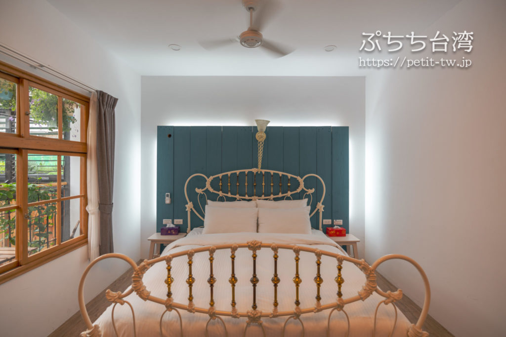 台南のアトリウムのベッド