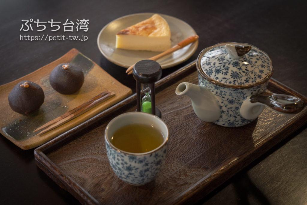 書店喫茶一二三亭の台湾茶とチーズケーキ