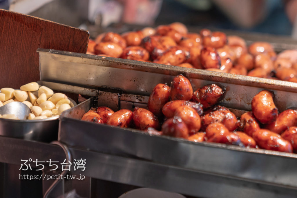 基隆廟口夜市の世盛一口吃香腸 台湾ソーセージ
