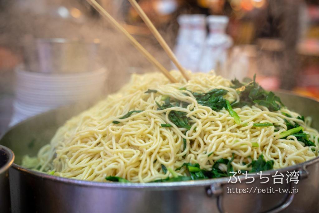 基隆廟口夜市の 花枝焿 大麺炒の焼きそば