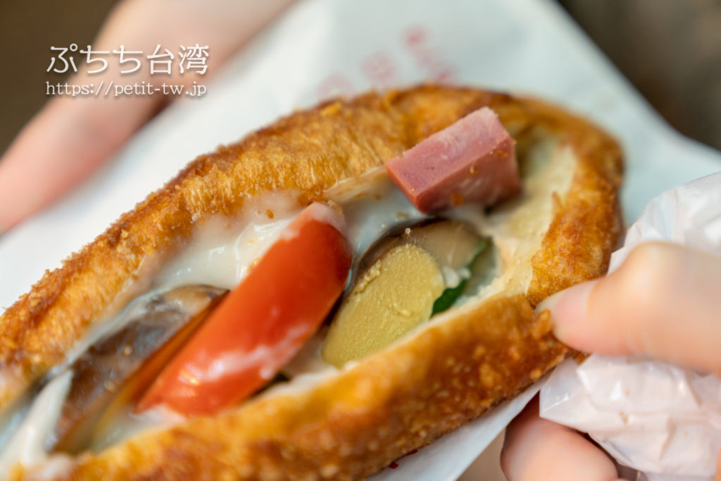 基隆廟口夜市の天盛舗営養三明治のサンドイッチ