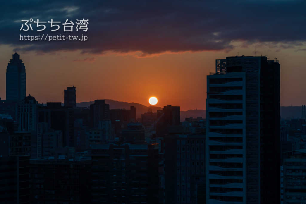 コートヤード バイ マリオット台北ダウンタウンのクラブラウンジから見る夕日