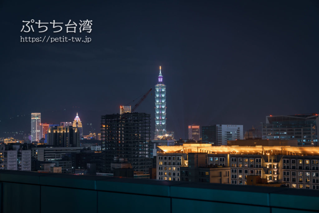 コートヤード バイ マリオット台北ダウンタウンのクラブラウンジ テラスから望む台北101