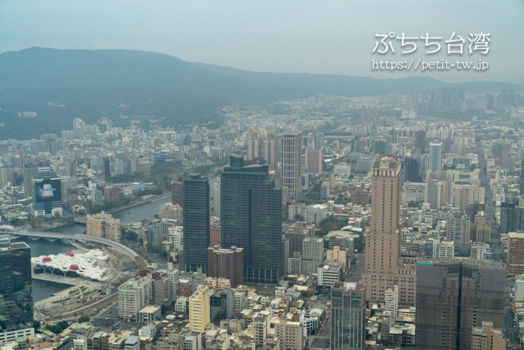 高雄85ビル展望台(高雄85觀景台、Kaohsiung 85 Sky Tower Observatory)から見える高雄の街の眺望