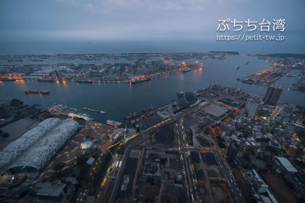 高雄85ビル展望台(高雄85觀景台、Kaohsiung 85 Sky Tower Observatory)の高雄の夜景