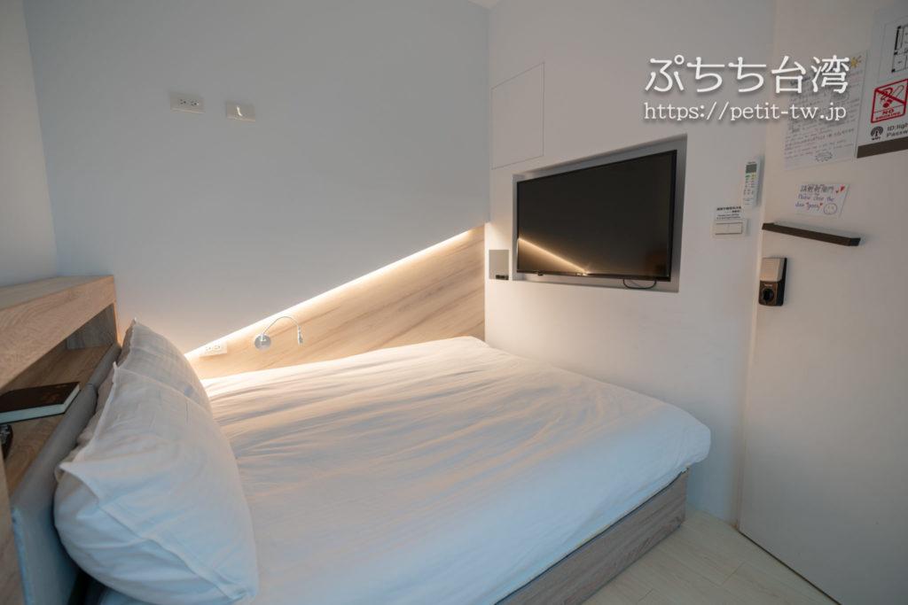 基隆の軽旅背包客桟 ライトイン LIGHT INN ホステルのダブルルーム
