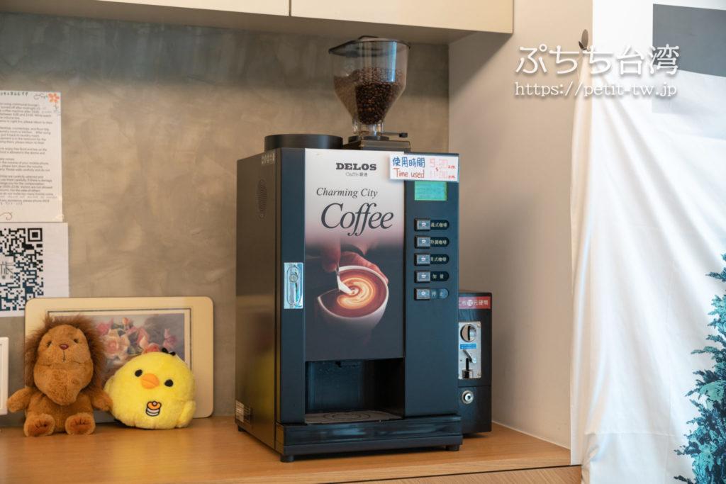 基隆の軽旅背包客桟 ライトイン LIGHT INN ホステルのコーヒーメーカー