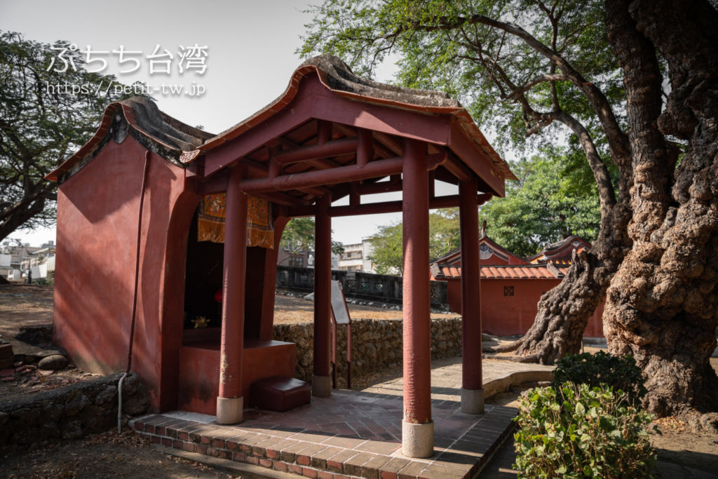 台南の五妃廟の義霊君墓