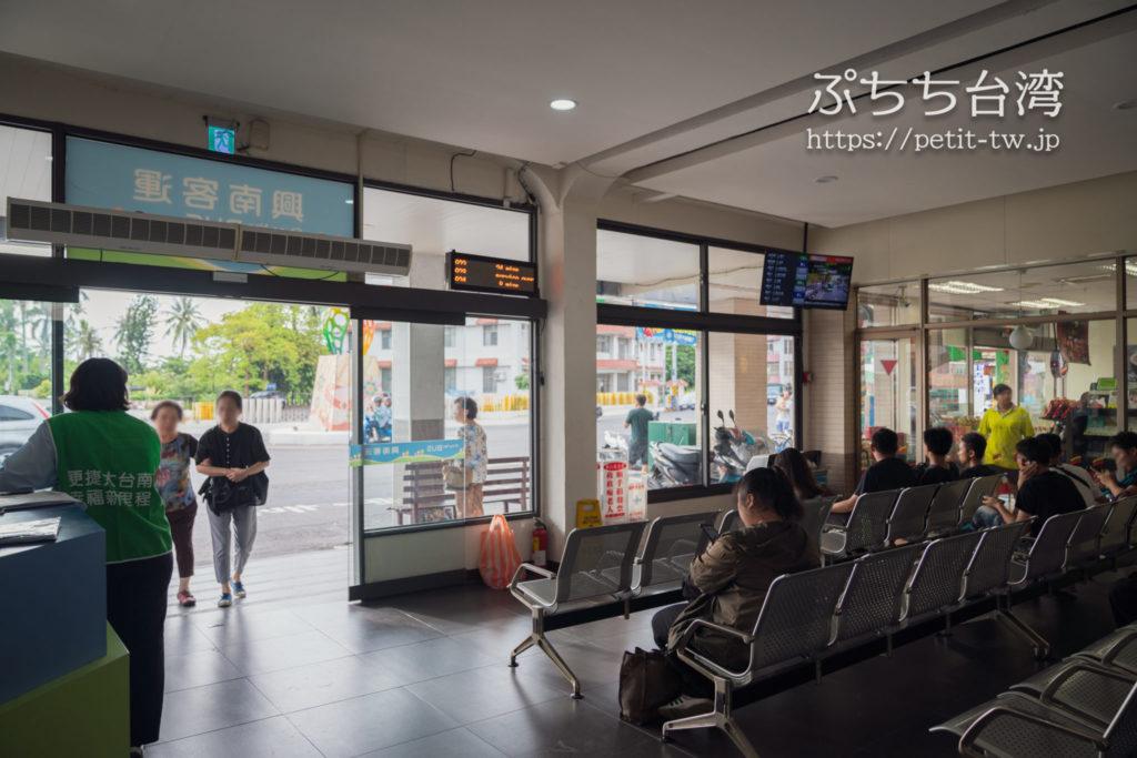 玉井の台南行き緑幹線バス停留所