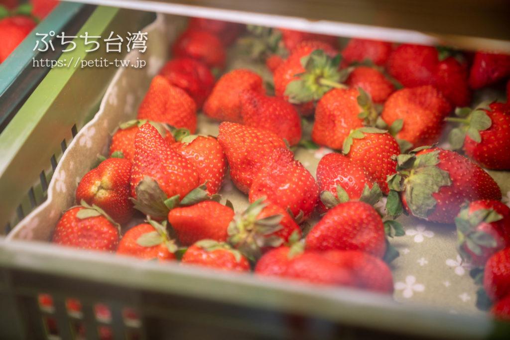 高雄の氷 * 果 - 開心火星人 ビンゴスノーアイスの店内のフルーツ