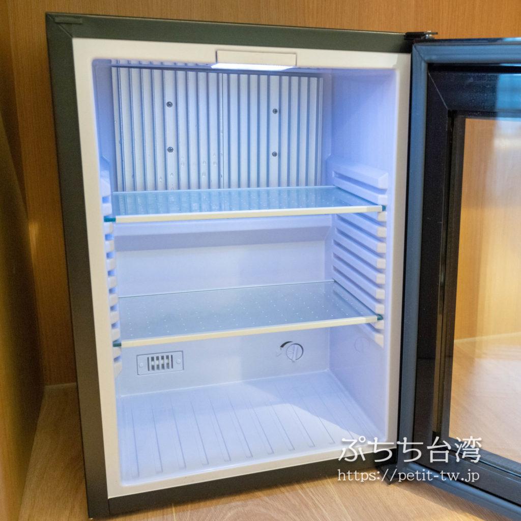 ホテルディスカバー嘉義の客室の冷蔵庫