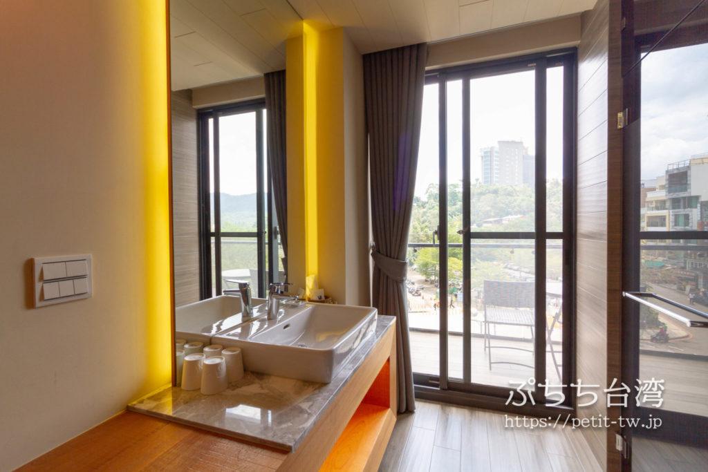サンムーンレイク ブルースカイベイB&B 藍天水湾民宿の客室の洗面