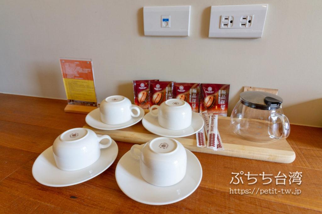 サンムーンレイク ブルースカイベイB&B 藍天水湾民宿の客室のコーヒー
