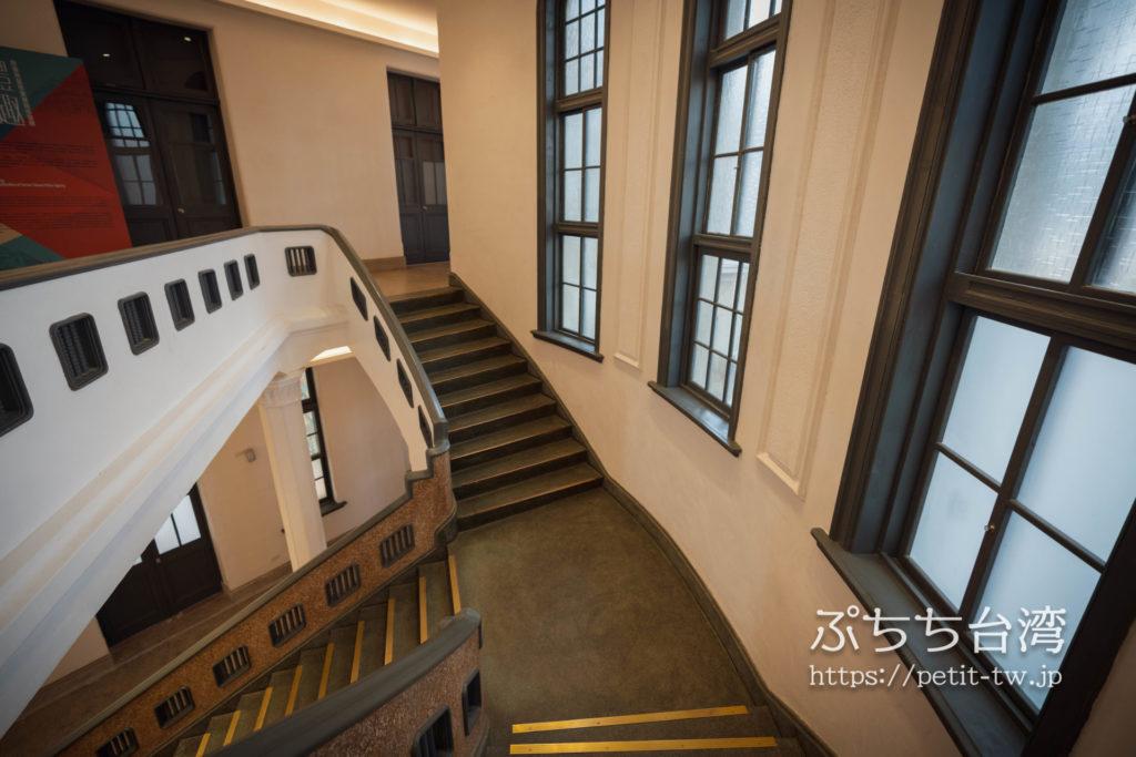 台南市美術館一館(原台南警察署) 臺南市立美術館一館 臺南州警察署の階段踊り場