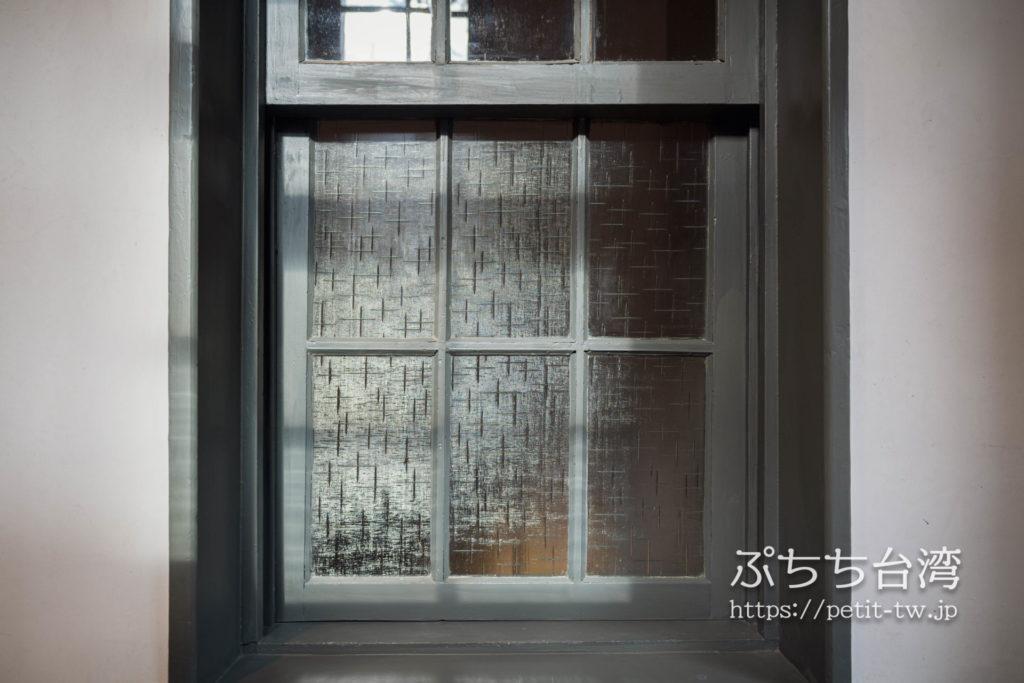 台南市美術館一館(原台南警察署) 臺南市立美術館一館 臺南州警察署のガラス窓