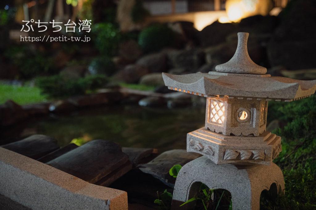 台南の旧料亭の鶯料理の灯篭