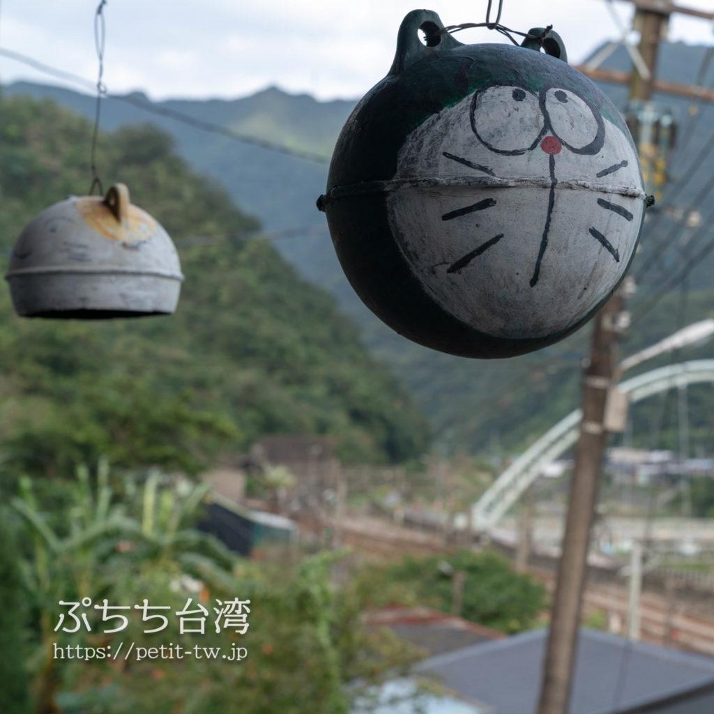 台湾の猴硐猫村の猫オブジェのドラえもん