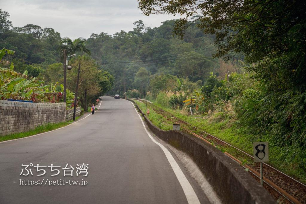 平渓線の平渓駅から菁桐駅に向かう途中の道路